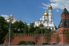 Blick auf den Kreml, dem Turm Iwan der Große (81m) und dem Tajnizkaij-Festungsturm