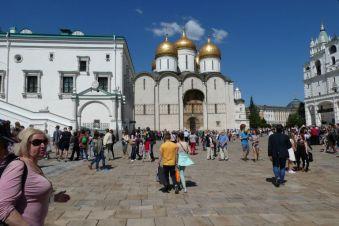 Der Platz vor der Mariä-Himmelfahrts-Kathedrale
