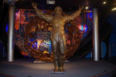 """Das Raumfahrtmuseum zeigt neben dem """"Kosmonauten-Denkmal""""..."""