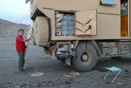 Mal wieder ein schleichender Platten. Radwechsel in Bayankhonor