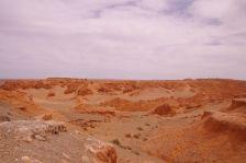 ...aus rotem Lehm-Sediment,...