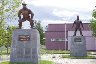 ...und zwei glorreiche Naadamkämpfer der Region