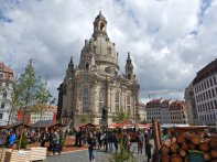 ...die wieder aufgebaute Frauenkirche...