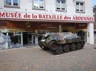 ...hat ein privates Kriegsmuseum in der City...