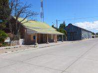 Der ehemalige Bahnhof und Lokschuppen in Gaiman, heute...