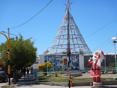 Sturmfest - der Weihnachtsbaum, sturmzerzaust - der Weihnachtsmann