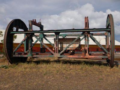 ...zeigt in einem kleinen Themenpark die damalige Entladung der Eisenbahnwaggons.
