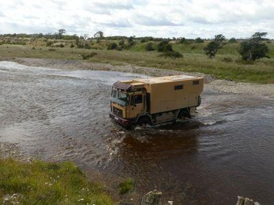 ...daher wählen wir die vertrauenswürdigere Variante der Flussquerung.