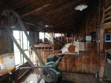 Das alte Multifunktionsgebäude mit Schafscher-, Holzsäge- und Werkstattbereich,