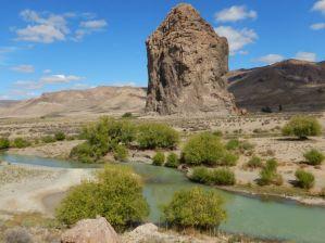 Mitten im Chubuttal steht das Kletterparadies, der Monolith Piedra Parada.