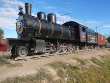 ...mit der alten Henschel-Lok von 1922 und dem verwaisten Touristen-Info-Waggon...