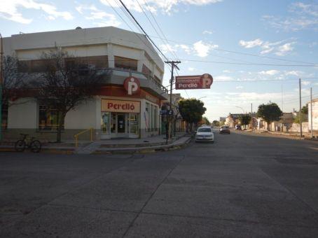 Unser Ziel des 4 km weiten Anmarsches: Dieser Supermarkt in General Conesa