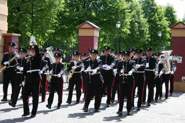 Enhver bør for sin egen del være bevisst på hva og hvem en tjener i uniform.