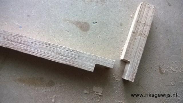 De klem zelf waar de kiel straks tussen komt. Een halfhouten verbinding zorgt voor een goed lijmvlak en de houtkeuze is hierin een vierkantlat van eiken.