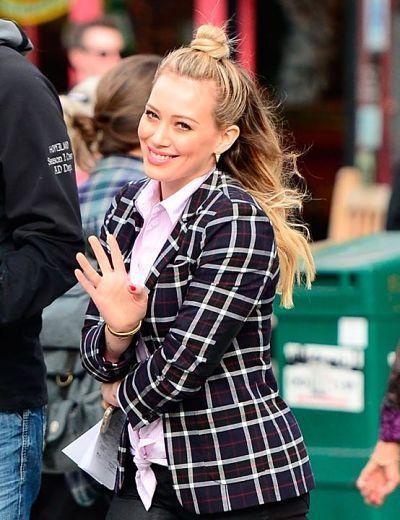 Hilary Duff con recogido fácil: half up bun