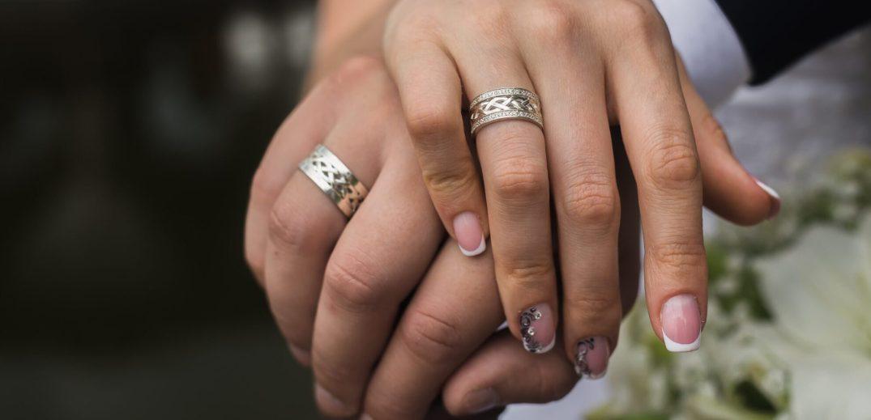 кольцо на левой или правой руке