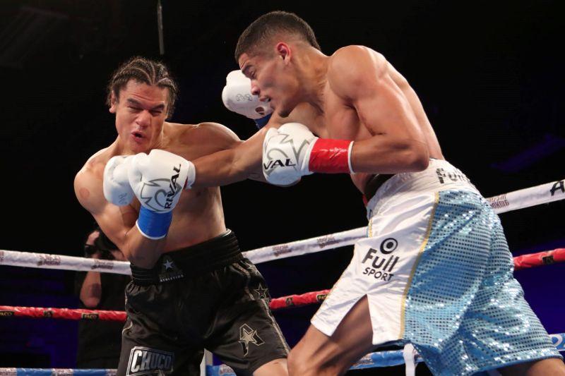 Amilcar Vidal (left) vs. Zach Prieto (Photo by Dave Mandel-Showtime)