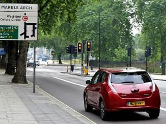 Londra, Uber sperimenta la mobilità elettrica con Nissan Leaf