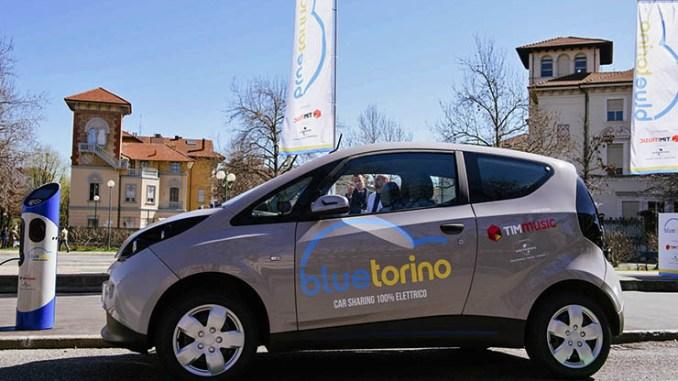 Bolloré Bluetorino, il primo servizio di car sharing elettrico di Torino