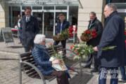 Rote Rosen für Rinteln: Ministerpräsident Stephan Weil zu Besuch in der Weserstadt