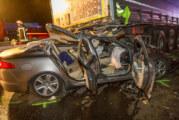 Rastplatz auf A2: Auto fährt unter geparkten LKW – Fahrer schwer verletzt