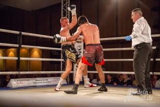 08 rintelnaktuell profiboxen piergiulio ruhe sport brueckentorsaal boxring event waru kampf gegner runden