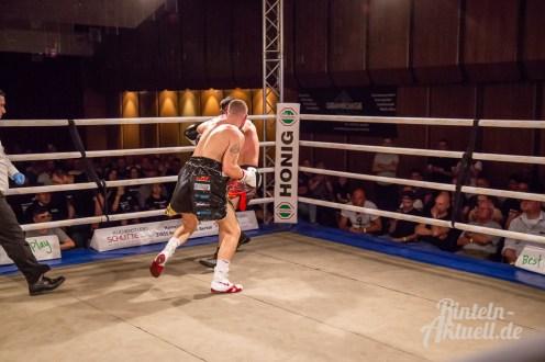 22 rintelnaktuell profiboxen piergiulio ruhe sport brueckentorsaal boxring event waru kampf gegner runden