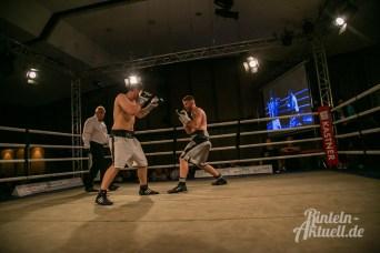 33 rintelnaktuell vorprogramm abend kickboxen frauenboxen profiboxen piergiulio ruhe sport brueckentorsaal boxring event waru kampf gegner runden