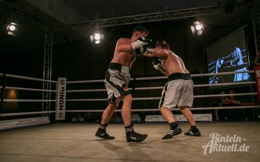 36 rintelnaktuell vorprogramm abend kickboxen frauenboxen profiboxen piergiulio ruhe sport brueckentorsaal boxring event waru kampf gegner runden