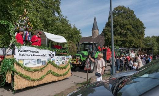 03 rintelnaktuell ernteumzug moellenbeck ernte dorfgemeinschaftsfest erntewagen 2018