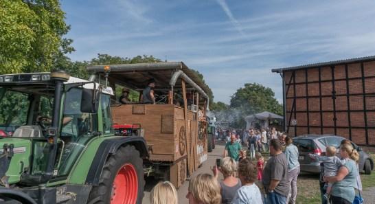 28 rintelnaktuell ernteumzug moellenbeck ernte dorfgemeinschaftsfest erntewagen 2018