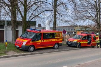 04 rintelnaktuell feuerwehr rettungsdienst hoehenrettung hochregallager stueken baustelle einsatz rinteln nordstadt 27-3-19 polizei