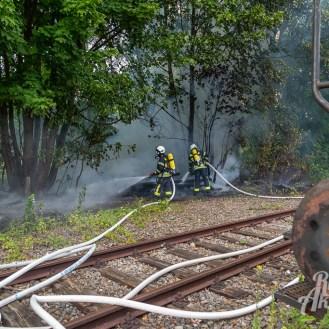 07 rintelnaktuell feuerwehr rinteln brand holz bahnschwellen grosse tonkuhle nordstadt 2.7.19