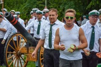 12 rintelnaktuell exten schuetzenfest schlacht exterfeld 2019 eolendoerper gruene schwarze napoleon wasser gaudi event veranstaltung
