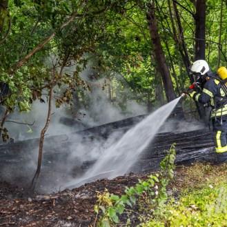 13 rintelnaktuell feuerwehr rinteln brand holz bahnschwellen grosse tonkuhle nordstadt 2.7.19