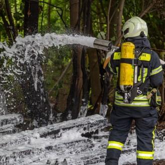 19 rintelnaktuell feuerwehr rinteln brand holz bahnschwellen grosse tonkuhle nordstadt 2.7.19