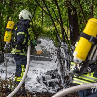 21 rintelnaktuell feuerwehr rinteln brand holz bahnschwellen grosse tonkuhle nordstadt 2.7.19