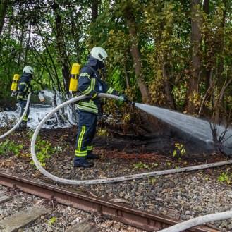 22 rintelnaktuell feuerwehr rinteln brand holz bahnschwellen grosse tonkuhle nordstadt 2.7.19