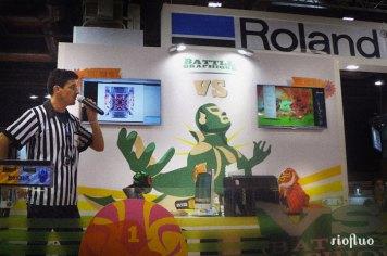Afin de rendre plus spectaculaire, ludique et attractif le stand de la marque et leurs produits, Riofluo a créé un show ludique et technique mettant en avant la création graphique et numérique. A travers un « Battle Graphik » déjanté sous le thème de la Lucha Libre, RioFluo a mis en avant de manière originale et décalée tout le savoir-faire dans l'univers du graphisme de Fotolia&Roland. roland, fotolia, joke, sandrine boulet, jerome bareille, izidesign, photoshop, salon,Projet corporate,Digitag,Paris,digital, graffiti numerique bmw, vehicule, voiture street-art, georges5, showroom, brandstore, lancement