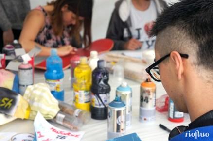 Les ateliers de customisation sont un moyen de se réapproprier nos objets du quotidien tout en initiant le public aux différentes techniques liées à l'art urbain. Des artistes médiateurs ont montré les bases et astuces de la customisation et ont encadré le public lors de cette journée de partage au Parc de Choisy à Paris, organisée par la mairie du 13eme arrondissement. Les participants ont pu réaliser et repartir avec leurs créations personnalisées !