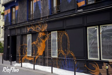A l'occasion de l'Euro, Riofluo a été appelé pour travailler sur une peinture murale pour Jägermeister et Vice qui se sont associés pour créer un bar éphémère durant un mois à Paris où les soirées pleines de surprises se sont enchainées. Une peinture en plein Paris par les artistes Skio et Caligr. Décoration murale, Jägermeister, Vice, évènement, soirée, Paris, Graffiti, Street-art