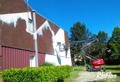 Gigantesque fresque de 380m2 à de Nogent sur Oise gagnée grâce à EasyAap EasyAap a permis à Skio de trouver et gagner l'appel à projet rémunérée de la fresque de 380m2 à peindre sur le gymnase de Nogent sur Oise. Vous aussi devenez un membre de www.easyaap.fr, recevez et remporter tous les appels à projet Street-Art en France Riofluo, Nogent-sur-oise, graffiti, easyaap, skio, fresque, street-art, shingle, sport, tag, graco, couleur, evenement, art, art mural