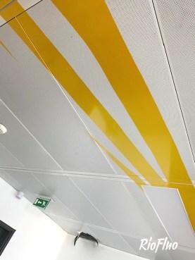 Pour Total, Riofluo a créé de belles anamorphoses en pictogramme sur le thème de l'énergie verte dans les openspace de la tour CBX. Un travail de précision liant stickage et peinture.
