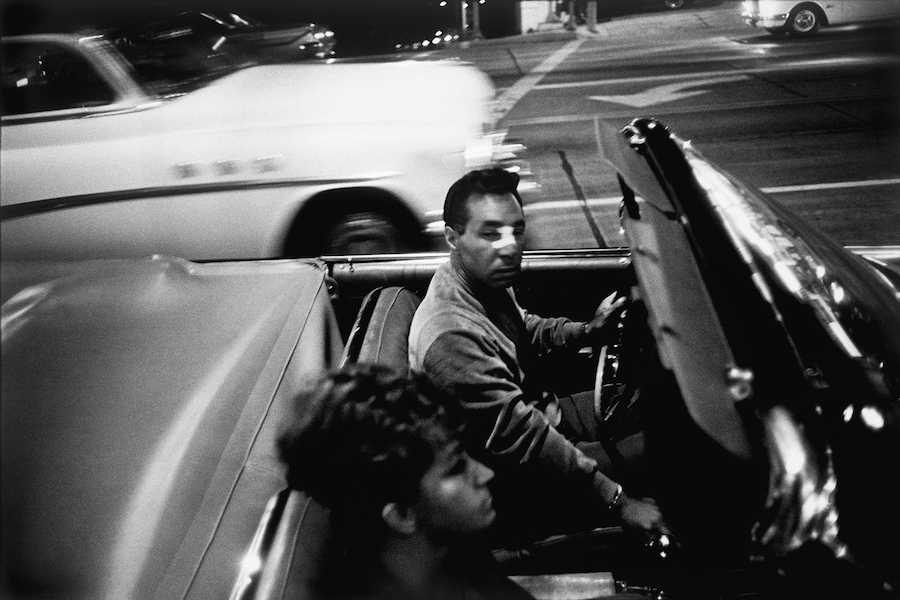 Garry Winogrand. Los Angeles, 1964 [man with bandaged nose in car]