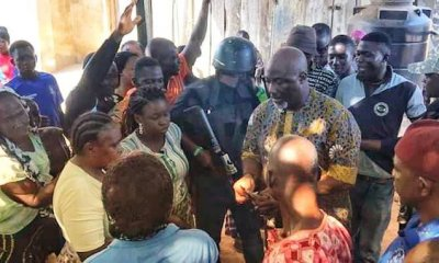 Dino sharing money at a polling unit