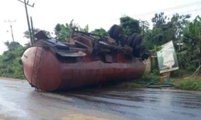 Fire disaster averted as tanker falls, spills diesel on road