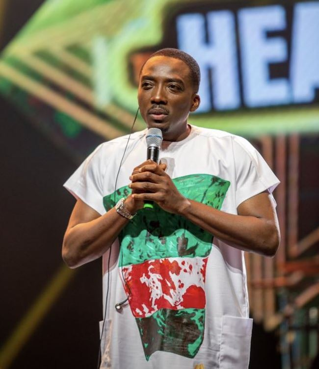 Nigerian comedian, Bovi, makes statement with 'bloody flag' attire at #14thHeadies
