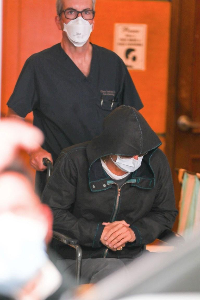 Brad Pitt, leaves hospital in a wheelchair