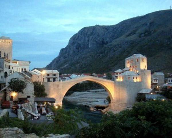 bijuterii-Podul-Stari-Most-Bosnia-Heregovina-400x319