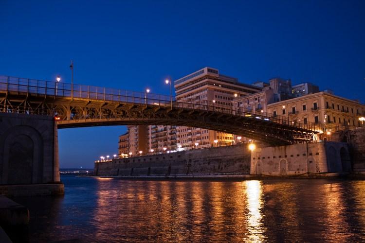 ponte girevole taranto riseup